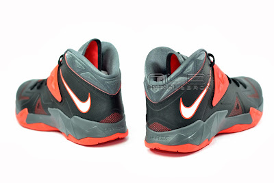lebrons soldier7 black red 16 web The Showcase: NIKE SOLDIER 7 Miami Heat Away Edition
