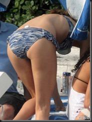 rosie-huntington-whiteley-blue-white-bikini-miami-12-675x900