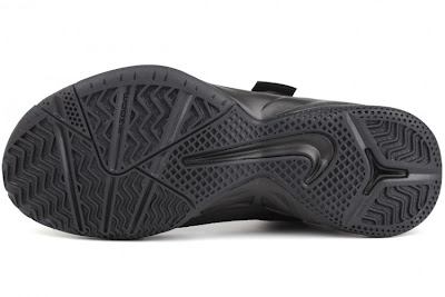 nike zoom soldier 6 gr black anthracite 4 04 Nike Zoom Soldier VI (6)   Triple Black   Available Now