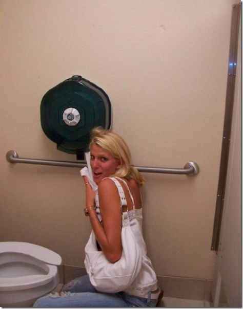 drunk-girls-bathroom-10