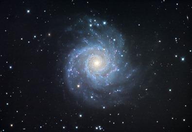 galáxia M74