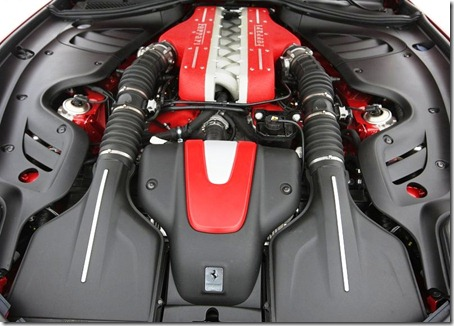 Ferrari-FF-Engine cabinet