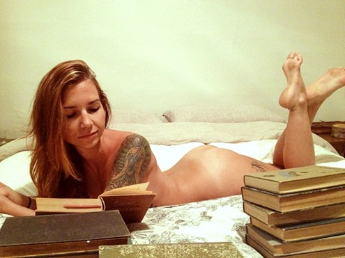 nudegirlreading-deniac