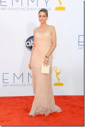 Amanda Peet 64th Annual Primetime Emmy Awards MhE9UTut1t-l