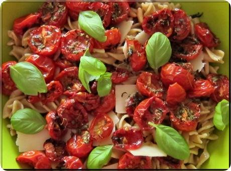 Pastasalat_med_bagte_tomater