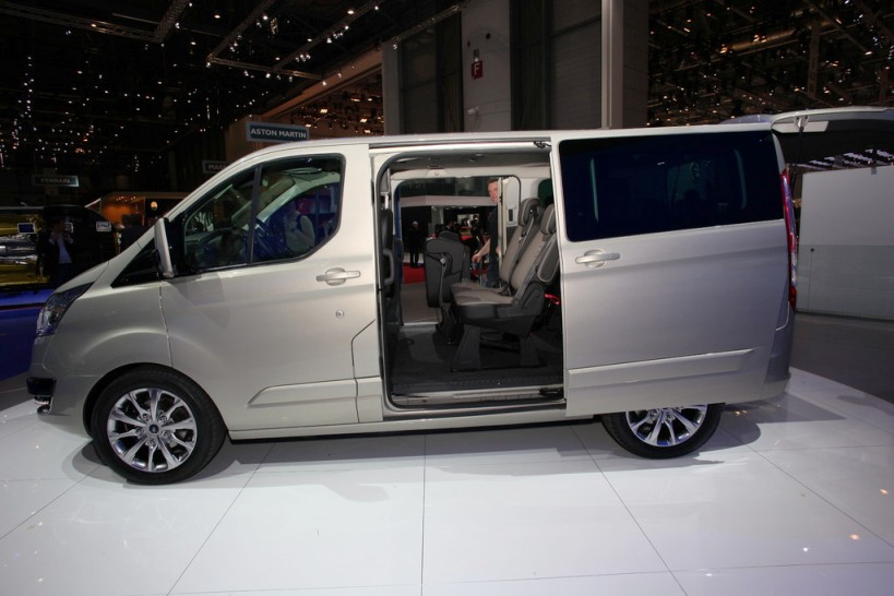 2013-Ford-Tourneo-Custom-4.jpg?imgmax=1800