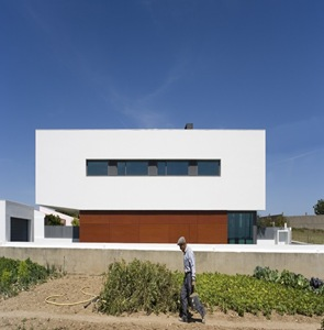 fachada-moderna-Casa-DT-Jorge-Graca-Costa