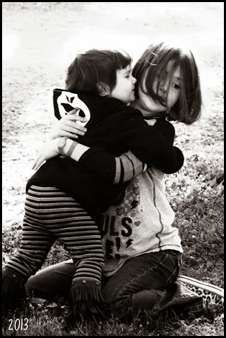 girls hug 2 bw