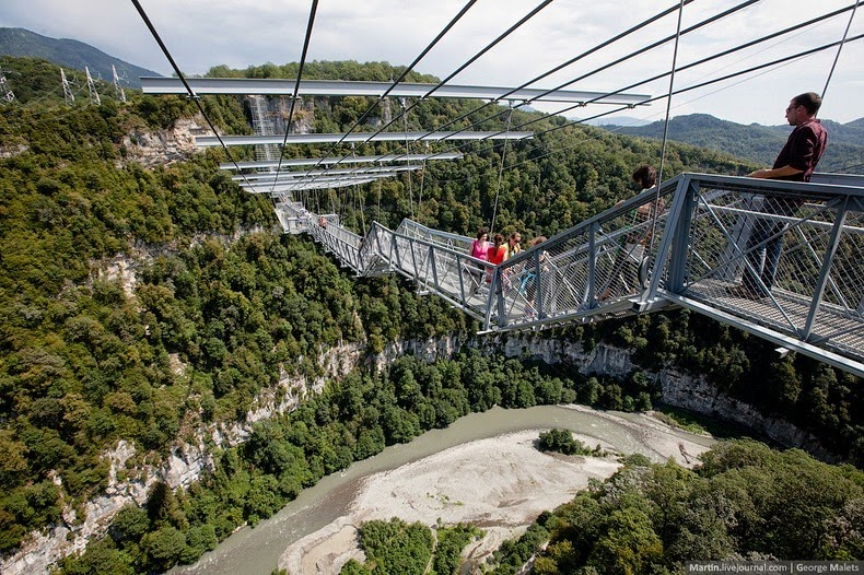 sochi-suspension-bridge-10