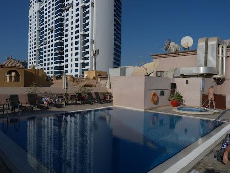 Cazare Dubai: piscina Golden Tulip Dubai