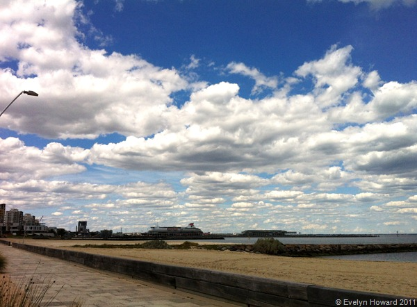 Port Melbourne sky © Evelyn Howard 2011
