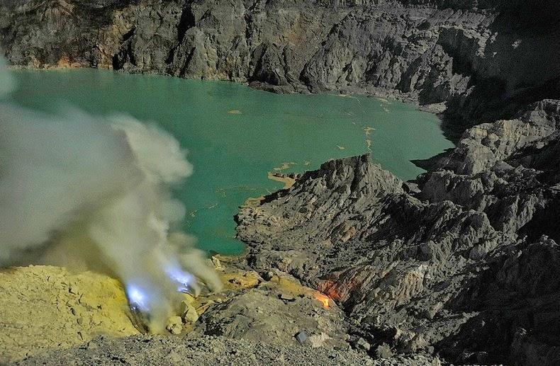 «كواه Kawah بركان لهباً kawah-ijen-6%25255B9