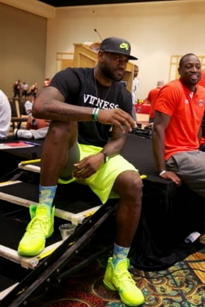 kings feet 2014 17 lebron 9 elite volt 2 King James Wears Nike LeBron 9 P.S. Elite Volt Dunkman PE