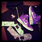 nike basketball elite lebron socks hornets 1 01 Matching Nike Basketball Elite Socks for LeBron 9 Miami Vice