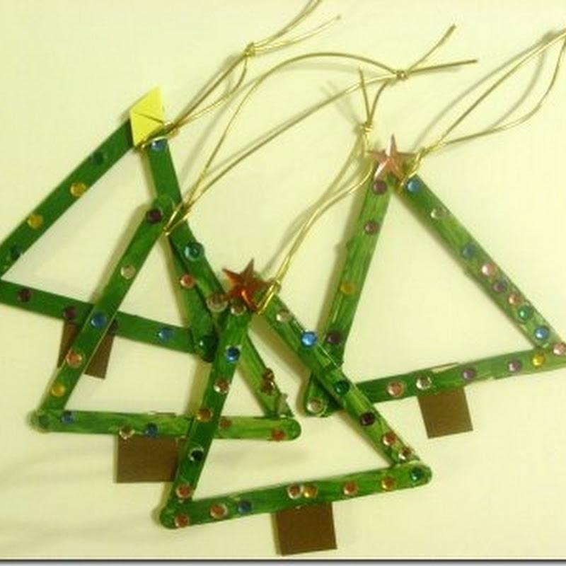Navidad niños, árbol hecho con palitos