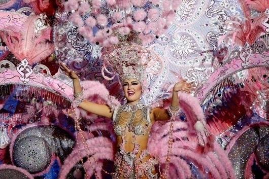 Nominee for Queen of the 2013 Santa Cruz carnival Ariana Mejias.