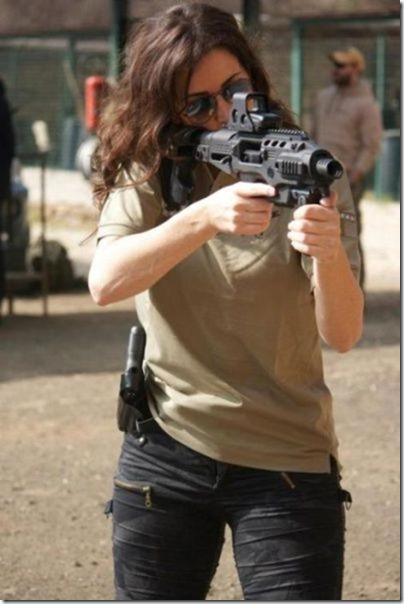 hot-women-guns-3