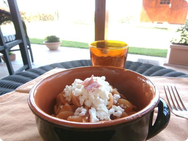 orecchiette pasta feta carote prosciutto crudo
