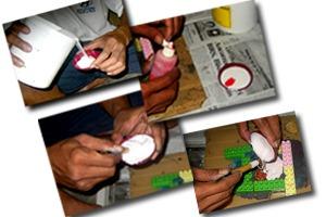 mencampur dan menuangkan silicon rubber ke susunan master cetakan