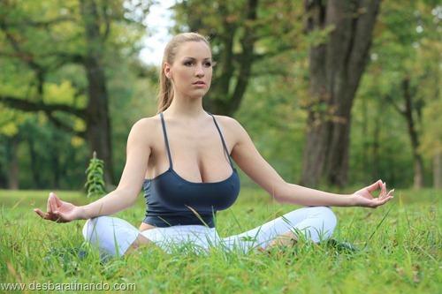 jordan carver linda sexy sensual peitos tits big tits fazendo yoga  desbaratinando  (20)