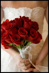 Long-stemmed-red-rose-bouquet