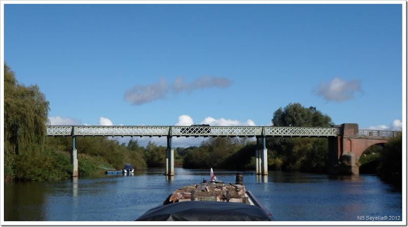 SAM_3142 Aldwark Toll Bridge