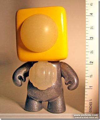 robot art mike slobot_kleiner-roboter-gelb_01