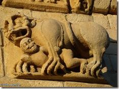 León protector - San Martín de Artáiz - Románico en Navarra