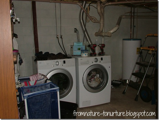 Laundry room before1