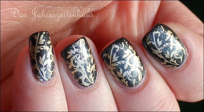 Baroque Gold Ornament Nageldesign