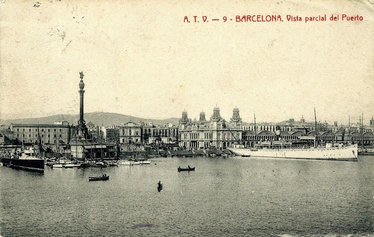 El MIRAMAR en Barcelona atracado de puntas. Postal.JPG
