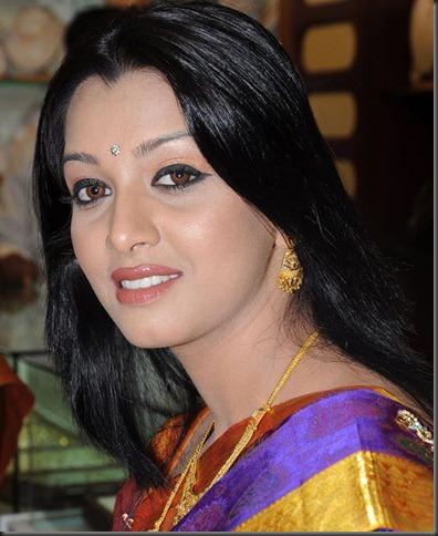 siddhi-mamre-close up hot