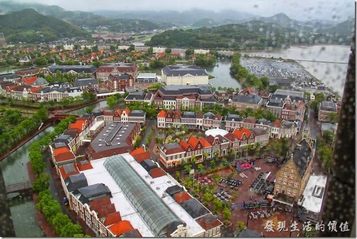 日本北九州-豪斯登堡。從高塔俯瞰「阿姆斯特丹城(音樂與購物區)」的情景。