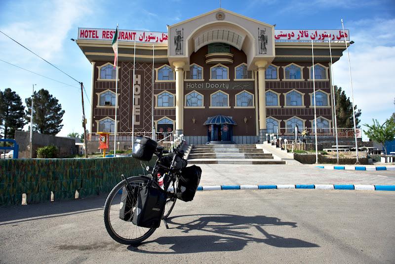 Ultimul hotel din Iran, asezat fix la 1 kilometru de granita.
