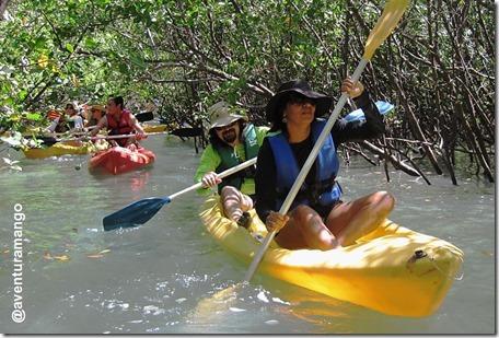 Atravessando o mangue na Lagoa de Guaraíras - Caiaque