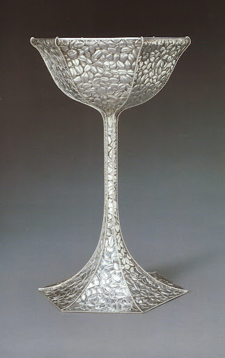 I just love the detail of this enchased silver goblet in the shape of a bell flower - a very popular motif of the 1920s.