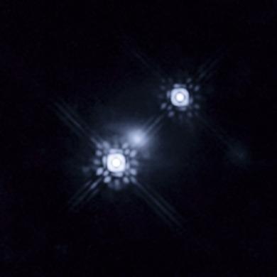 quasar ampliado gravitacionalmente por uma galáxia