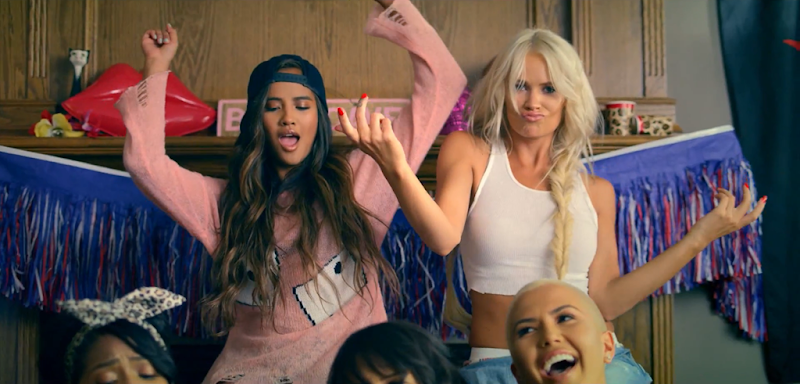 G.R.L. - Vacation - YouTube.mp4_snapshot_01.57_[2013.09.11_05.00.15]