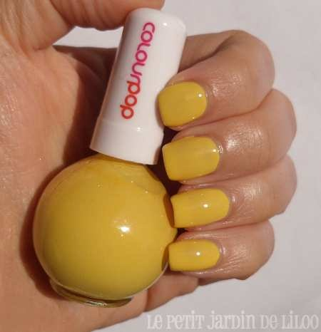 15-newlook-colour-pop-collection-nail-polishes-yellow-pistachio-review