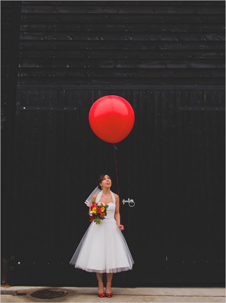 bridewithgiantballon