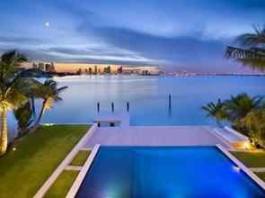 piscina-de-borde-infinito-Miami-Beach