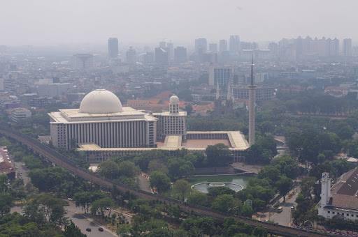 The huge Istaqlal Mosque as seen from the top of Monas.