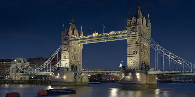 800px-Tower_Bridge_London_Feb_2006