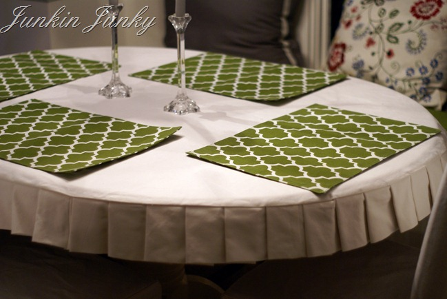 Pleated tablecloth tutorial at JunkinJunky.blogspot.com