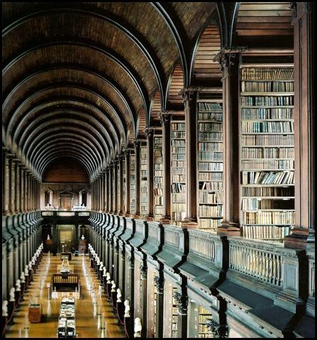 Bibliothèque du Collège Trinity, AKA, la Long Room, Dublin, Irlande .bmp-1