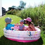 Børnene bader i Ringe (ved golflejligheden)