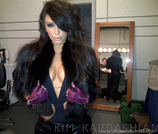 kim-kardashian-linda-sensual-sexy-sedutora-boob-peitos-decote-ass-bunda-gostosa-desbaratinando-sexta-proibida (148)
