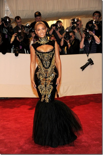 Alexander McQueen Savage Beauty Costume Institute JZEOyYk1n8-l