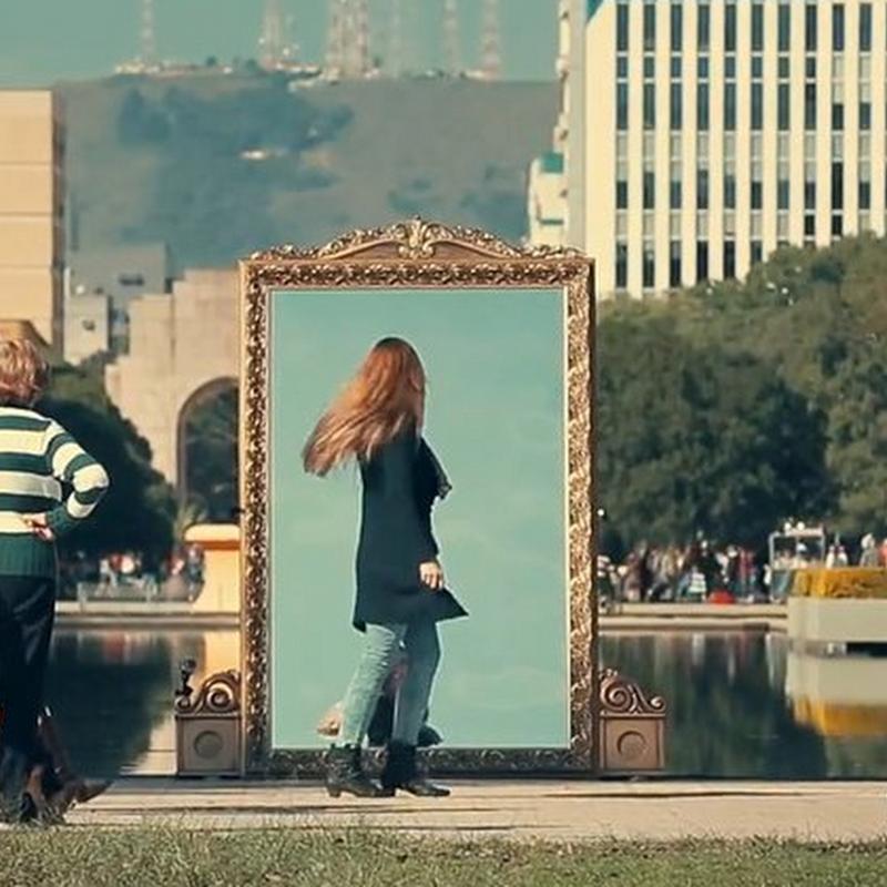 El espejito espejito, está en las calles.