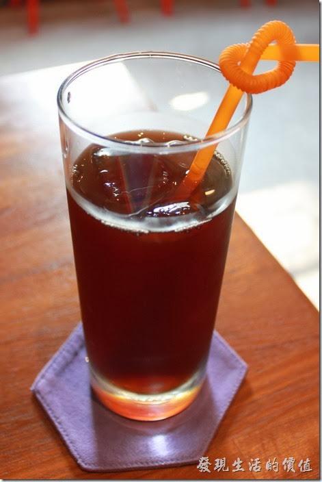 台南-PianoPiano,這是早午餐附贈的飲料紅茶,冰紅茶還蠻好喝的,不過稍微甜了點,櫃台沒有問甜度,我們也忘了提醒微糖就好。